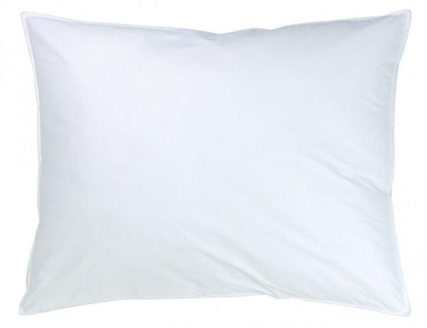 Weißes rechteckiges Kissen in 40x60cm aus der Classic Serie von KBT Bettwaren vor weißem Hintergrund
