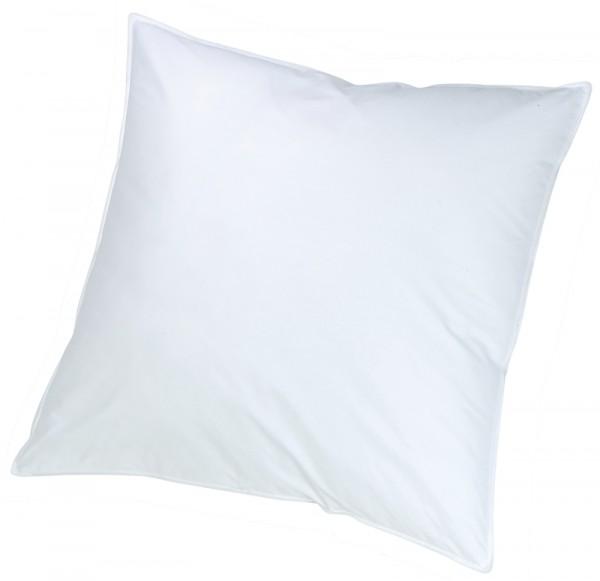 Weißes quadratisches Kissen in 40x40cm aus der Classic Serie von KBT Bettwaren vor weißem Hintergrund